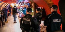 Znany pub w Żorach otworzył się mimo obostrzeń. Na miejscu natychmiast pojawili się policjanci. Co zrobili? ZDJĘCIA