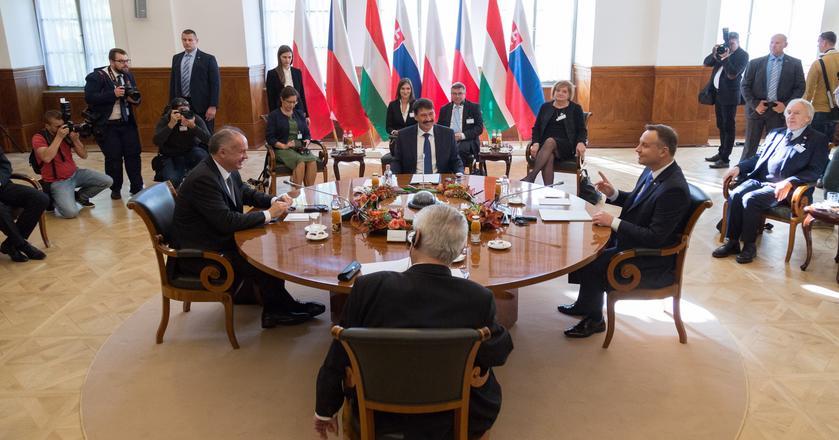 Sesja plenarna z udziałem Prezydenta Polski Andrzeja Dudy, Prezydenta Czech Milosa Zemana, Prezydenta Węgier Janosa Adera i Prezydenta Słowacji Andreja Kiski
