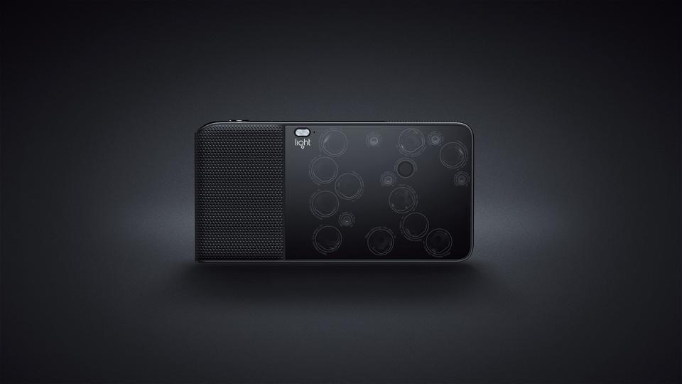 Producenci aparatu tłumaczą, że jest on produktem dla tych osób, które cenią jakość zdjęć lustrzanek, ale nie chcę nosić ze sobą ciężkiego aparatu...