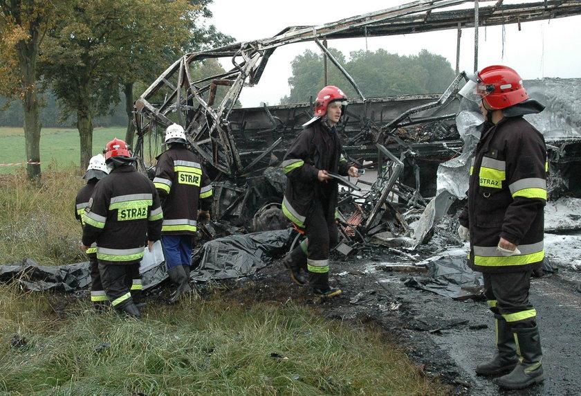 30 września 2005 roku autokar wiozący maturzystów z Białegostoku do Częstochowy, w okolicach Jeżewa zderzył się z ciężarową lawetą