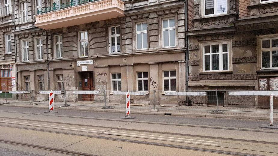 Według propozycji tramwaje miały zatrzymywać się pod oknami kamienicy przy ul. Poniatowskiego