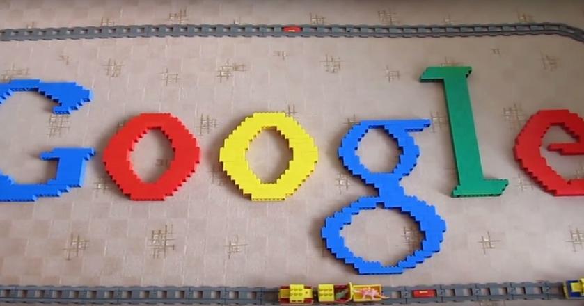 Logo Google zbudowane z klocków Lego