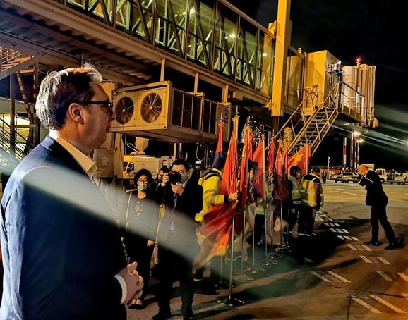 Predsednik Srbije Aleksandar Vučić dočekao je prvi avion pomoći iz Kine