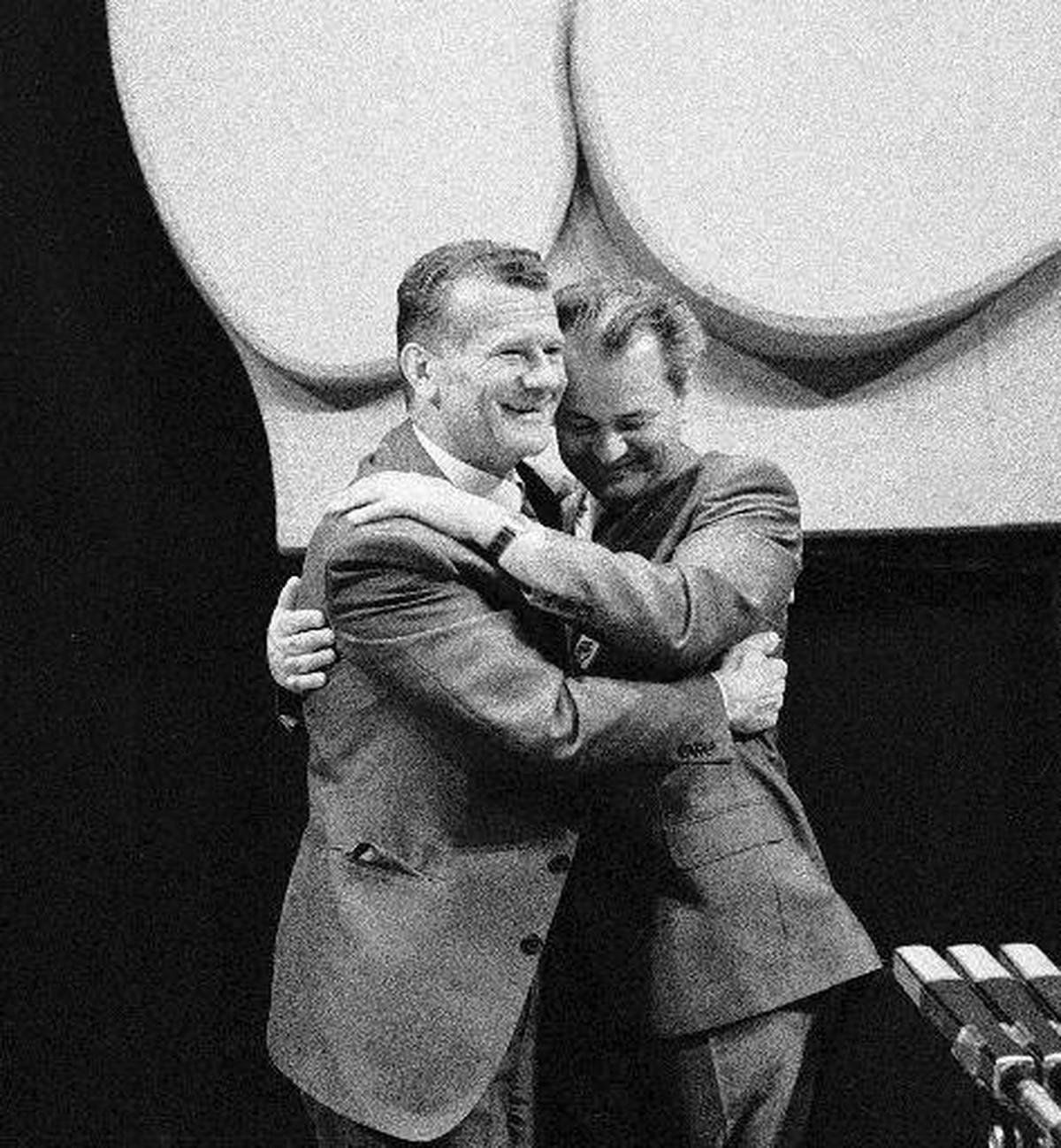 """""""DUGO SI MI GLEDAO U LEĐA, A JA SAM TI I NOŽ DAO"""" Šta je Stambolić napisao u pismu Miloševiću tokom martovskih demonstracija 1991."""