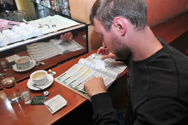 Novi Sad 212 Kockanje klađenje kladionica kockarnica foto Robert Getel