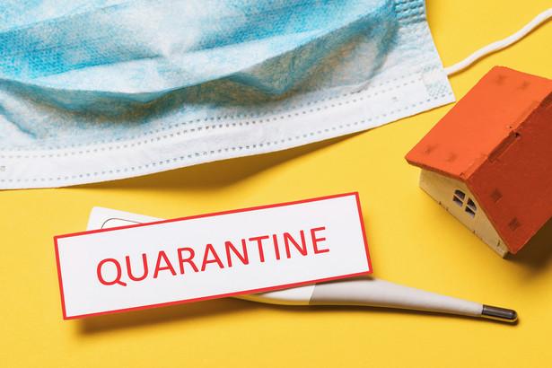 WSA wskazał również, że w aktach sprawy nie ma decyzji o nałożeniu na skarżącego obowiązku kwarantanny