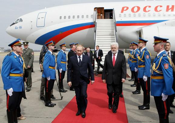 Premijeri Rusije i Srbije Vladimir Putin i Mirko Cvetković na aerodromu