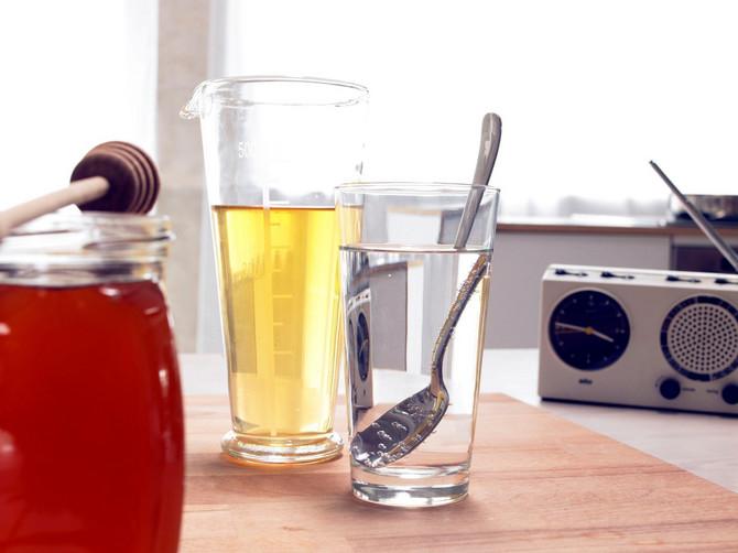 Svaki dan započnite kašičicom meda rastvorenom u čaju ili vodi koja ne sme biti toplija od 37 stepeni Celzijusovih