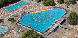 Warszawiacy kochają baseny pod chmurką