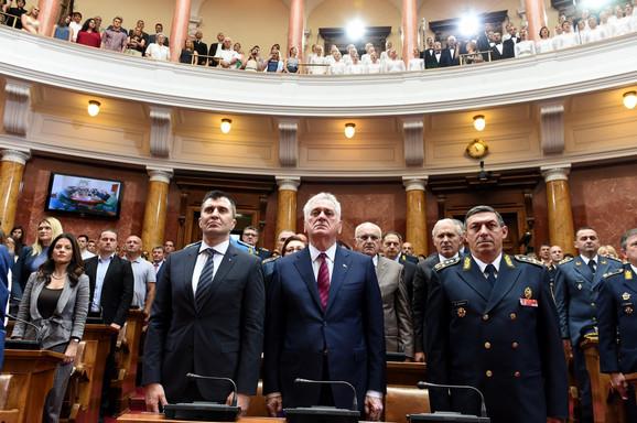 Na svečanosti su osim predsednika bili i ministar odbrane Zoran Đorđević (levo) i načelnik Generalštaba Ljubiša Diković (desno)