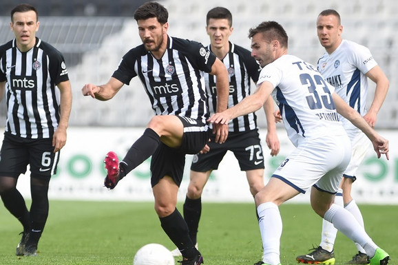 RAPSODIJA U CRNO-BELOM Tri gola Partizana za 14 minuta, par neobičnih promašaja i odličan utisak - kada se podvuče crta