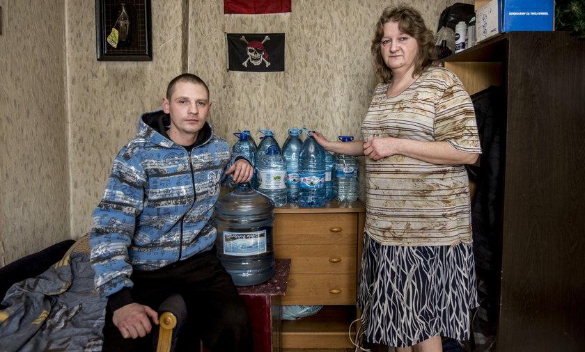 Świętochłowice: Dłużnicy nie będą mieli wody. Karina i Błażej Strak, nie mieli jej w marcu