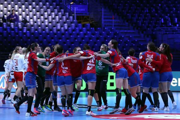 Ženska rukometana reprezentacija Srbije slavi pobedu nad Danskom