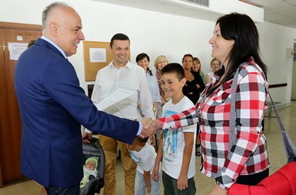 Gradonačelnik sa porodicom Stošić