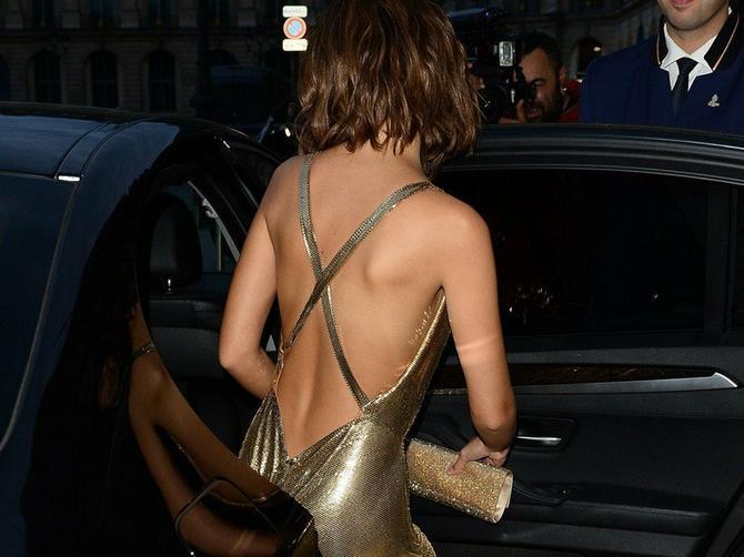 GOLIM SLIKAMA napravila udar na Instagramu: Seksi je u ovoj zlatnoj haljini, a kada se skine, ovako izgeda