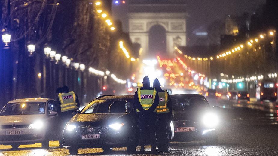 Kontrole podczas godziny policyjnej we Francji