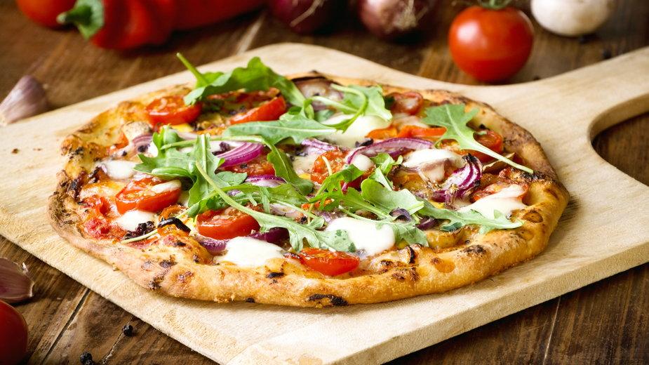 Sprawdź jak zrobić domową pizzę