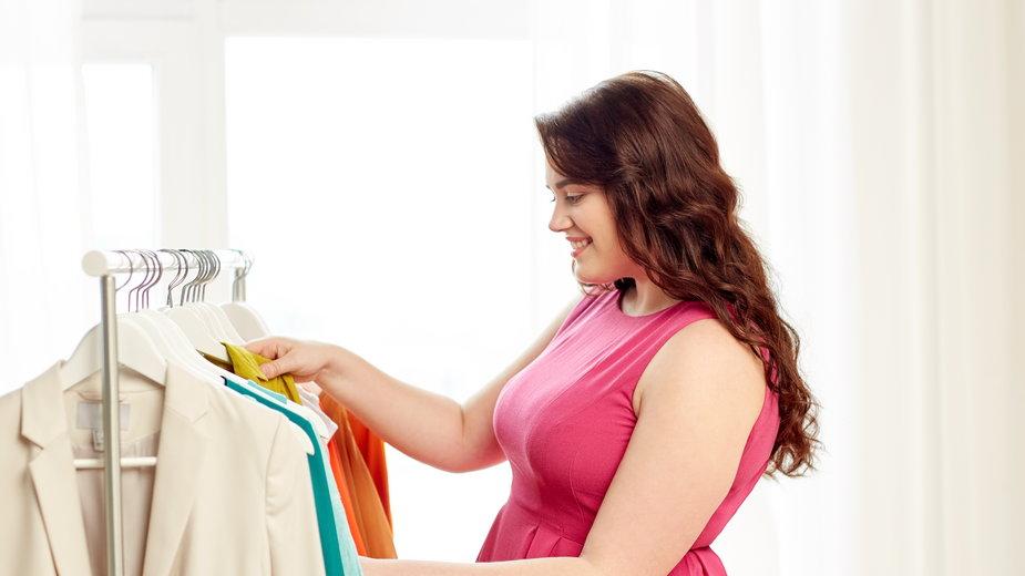 Pięć sprytnych modowych trików dla kobiet plus size