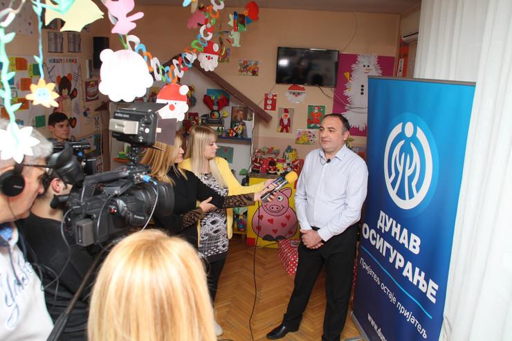 Boban Kostić, direktor GFODunav osiguranja u Vranju daje izjavu medijima