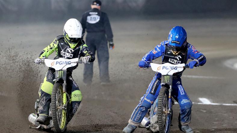Artiom Łaguta (kask biały) i Bartosz Zmarzlik (kask niebieski)
