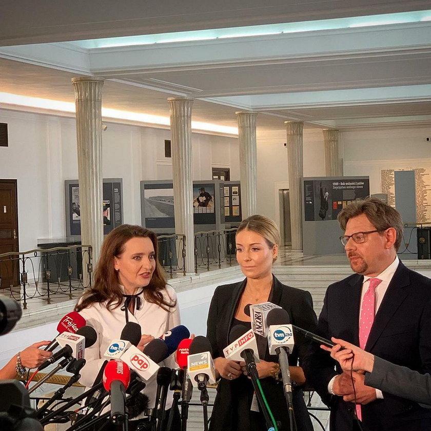 Małgorzata Rozenek-Majdan w towarzystwie posłów Marzeny Okły-Drewnowicz i Piotra Misiły