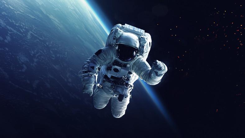 Astronauta, spacer kosmiczny