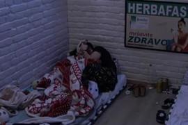 PRIZNALI JEDNO DRUGOM OSEĆANJA David ušao kod Ane u krevet, pa se PREKRILI ĆEBETOM