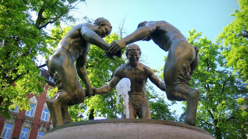 Trzy tańczące fauny w Gliwicach