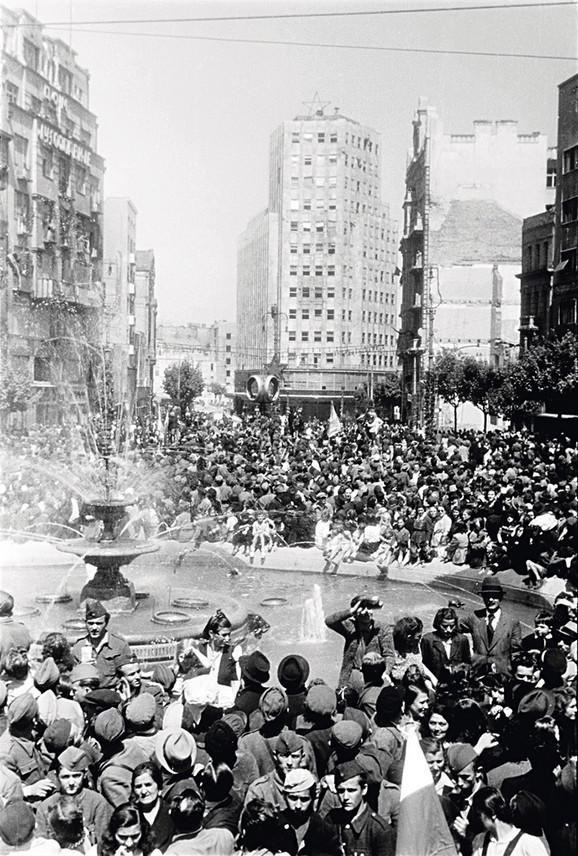 Proslava Dana Pobede u Beogradu, 9. maj 1945.