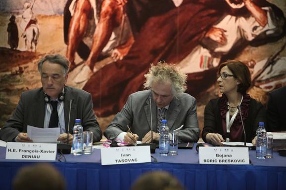 Ivan Tasovac u Narodnom muzeju sa ambasadorom Francuske Fransoa-Ksavijerom Deniom i Bojanom Borić Brešković