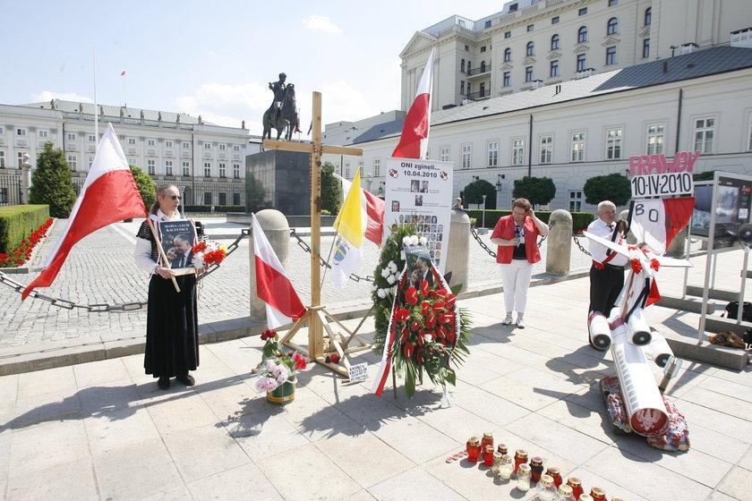 Demonstracja pod Pałacem Prezydenckim