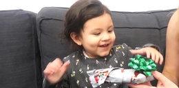 2-latka dostała najgorszy prezent na świecie. Jej reakcja rozbraja