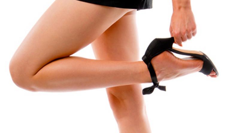 """Kształt """"lotosowych stóp"""" zdumiewająco przypomina europejskie buty na obcasie. Czy my także poświęcamy zdrowie w imię piękna?"""