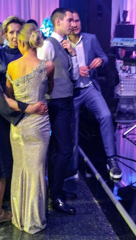 Dragana i Miloš na venčanju, tu je i Miloševa mama Dragana