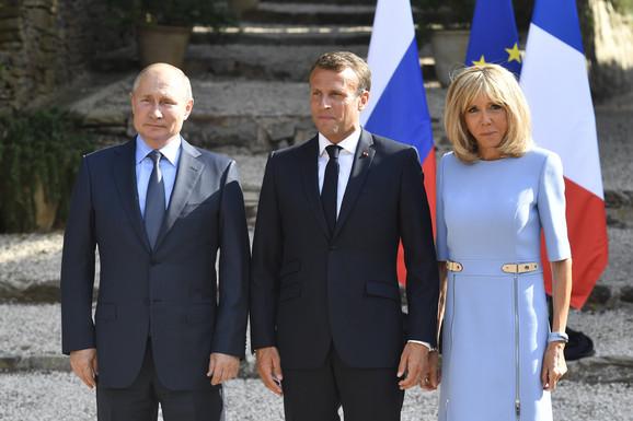 Vladimir Putin sa Emanuelom Makronom i njegovom suprugom Brižit
