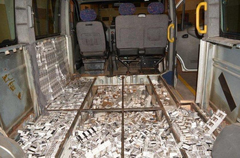 21-letni Białorusin usiłował wwieźć do Polski 14 tysięcy paczek papierosów o wartości 180 tysięcy złotych