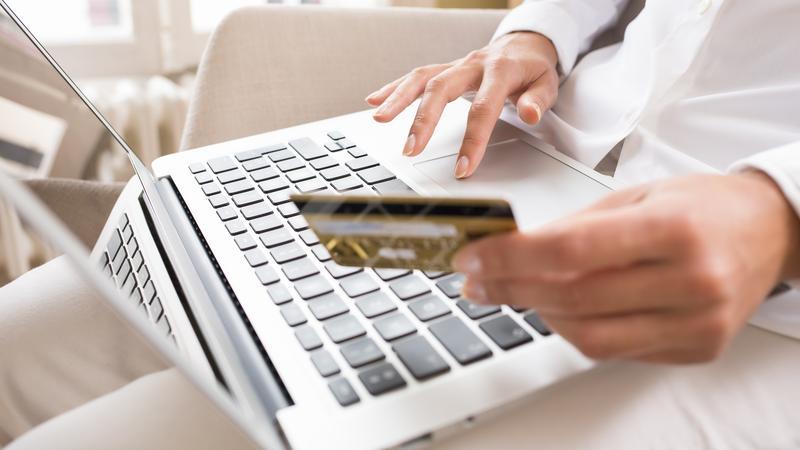 Polski e-handel idzie na rekord. Internet zmienia rynek