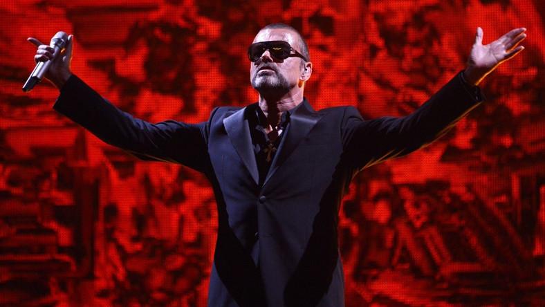 Micheal rozpoczął trasę we wrześniu 2011 roku od koncertu w praskiej Operze Narodowej, ale musiał ją przerwać z powodu ciężkiego zapalenia płuc. Gwiazdor wrócił już do zdrowia i postanowił kontynuować tournee