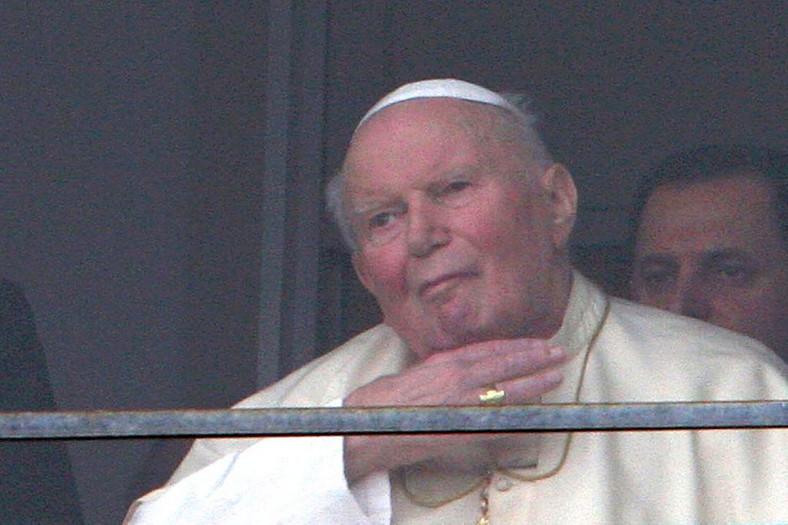 Papież Jan Paweł II w oknie  polikliniki Gemelli w Rzym, 27.02.2005. fot. FOT. EIDON/NEWSPIX.PL