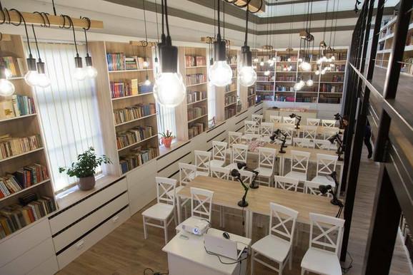 Predivan prostor i za učenje i uživanje u omiljenom štivu: Ovako danas izgleda biblioteka Valjevske gimnazije