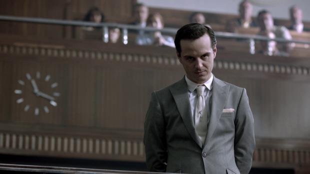 "Andrew Scott jako Jim Moriarty w serialu ""Sherlock"""