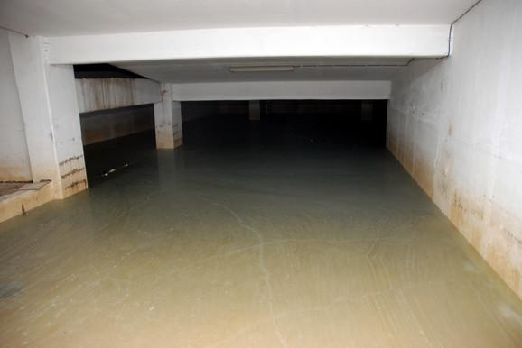 Nekoliko nivoa je unutra pod vodom