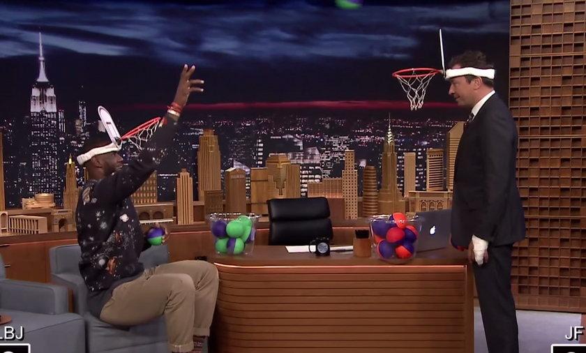 """Jimmy Fallon vs LeBron James w pojedynku """"twarzowej koszykówki"""". ZOBACZ"""