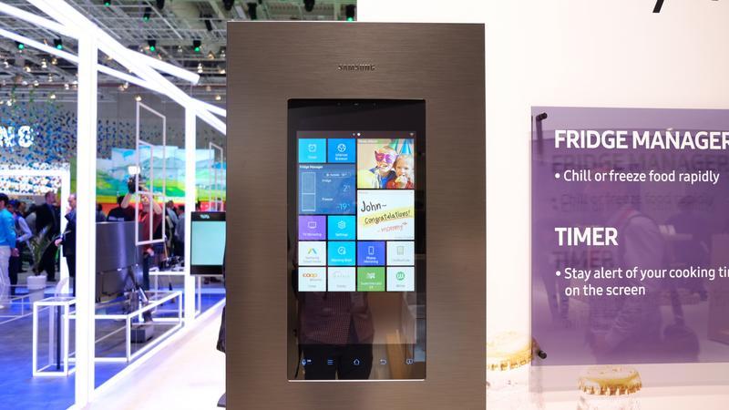 Lodówki Samsunga z systemem operacyjnym chcą stać w centrum uwagi Twojej rodziny