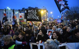 'Czarny Protest' przed siedzibą Prawa i Sprawiedliwości