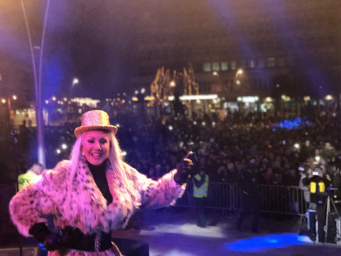 Lepa Brena dočekala 2017. godinu sa više od 10.000 ljudi u Čačku! FOTO