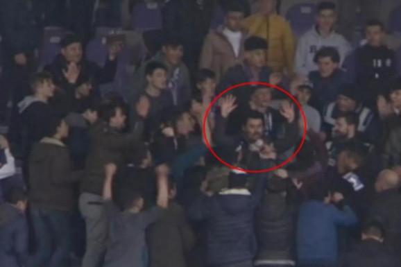 DA LI JE OVO MOGUĆE? Turski navijači se potukli, onda okružili policajca, pa uradili nešto DOSAD NEZAPAMĆENO, čovek je jedva preživeo ŠOK! /VIDEO/