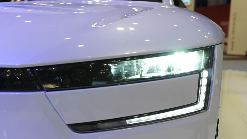 Volkswagen XL1 - który w opinii konstruktorów jest najoszczędniejszym seryjnie produkowanym samochodem na świecie - w marcu debiutował w Polsce podczas Motor Show w Poznaniu. A teraz niemiecki producent ogłasza, że sprzedał pierwszą sztukę tego auta. Czym VW kusi kierowców?