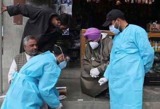 W Indiach stopniowo maleje dobowy przyrost zakażeń. Liczba zgonów wciąż wysoka