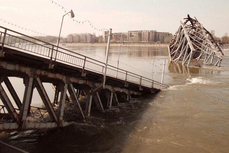 bombardovanje Novi Sad varadinski most 2 foto EPA Victor Vasenin